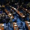 Senado aprova mudanças em financiamento de campanha e proíbe doação de empresas.