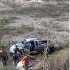 Na PB-400 Pneu estoura motorista perde controle e carro cai dentro de açude.