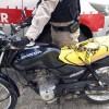 Rádio patrulha do 6º BPM recupera moto roubada e prendem suspeito que empurrava veículo.