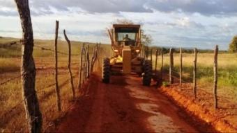 Programa de recuperação de estradas segue beneficiando comunidades em Cajazeiras.