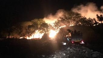Mais um: Prefeitura e Bombeiros controlam incêndio no lixão.
