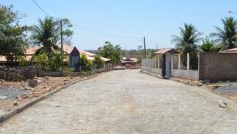 Pavimentação: rua central de Cajazeiras Velha ganha calçamento a paralelepípedos por parte da Prefeitura