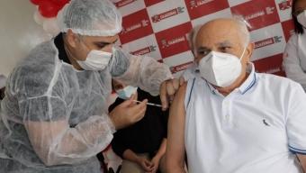 Decano da medicina de Cajazeiras Dr. Deusdedit é o primeiro a tomar vacina contra o coronavírus