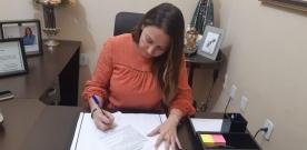 Em Bom Jesus: Prefeita Denise Bayma assina termo de adesão ao garantia safra-2020/21