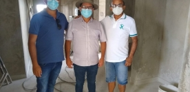 Joaquim de Edite acompanha Prefeito Luiz Claudino em visita a obra do Hospital de São João do Rio do Peixe. Veja!