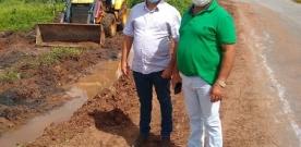 Prefeito Luiz Claudino e secretário Humberto acompanham serviço de drenagem em São João do Rio do Peixe. Veja!