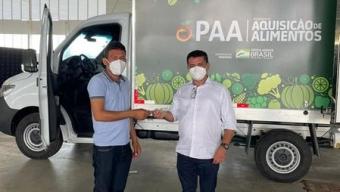 Prefeito Luiz Claudino recebe do governador João Azevedo equipamentos para a agricultura familiar de São João do Rio do Peixe. Veja!
