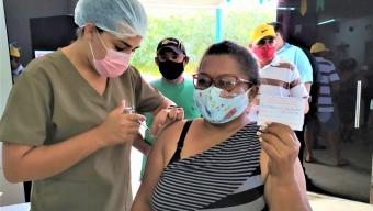 """Arraiá pela vida: Secretaria de Saúde de Bom Jesus contrata músico para mais um dia """"D"""" de vacinação contra a Covid-19, vídeo!"""