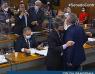Na CPI: Senadores quase se agridem e são contidos por colegas